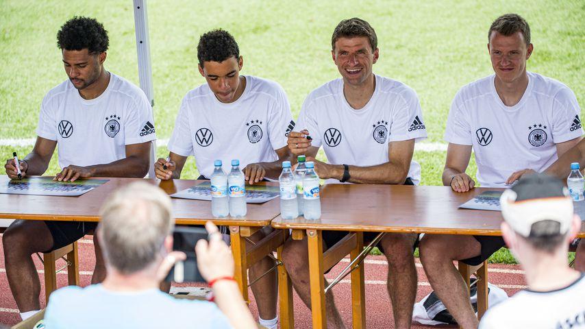 Serge Gnabry, Jamal Musiala, Thomas Müller und Lukas Klostermann, Fußballer