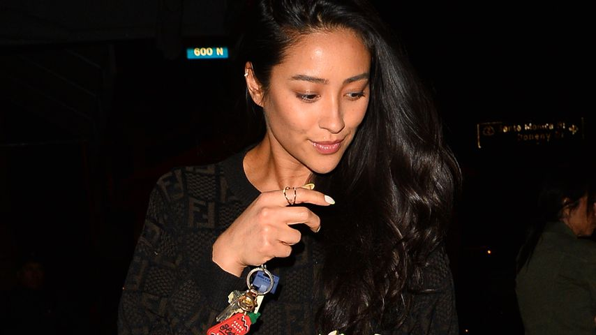Shay Mitchell Mitte April 2019 in Hollywood