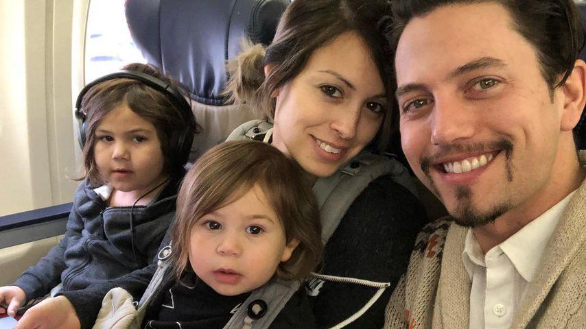 Sheila Hafsadi und Jackson Rathbone mit ihren beiden Kindern