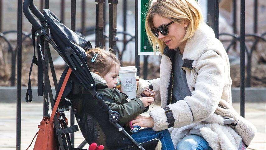 Sienna Miller: Spielplatz-Pause mit ihrer Kleinen