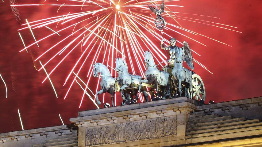 Schnee, Hippies, Tröten: So feierten die Stars ins neue Jahr