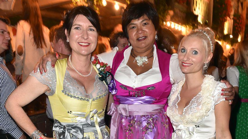 Simone Timm, Narumol und Tina Hintze im Käfer-Zelt
