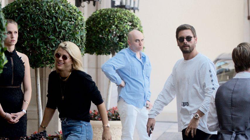 Sofia Richie und Scott Disick vor einem Hotel in Beverly Hills