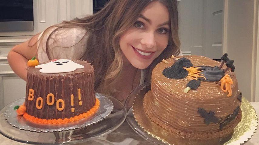 Schauspielerin Sofia Vergara mit Halloween-Kuchen