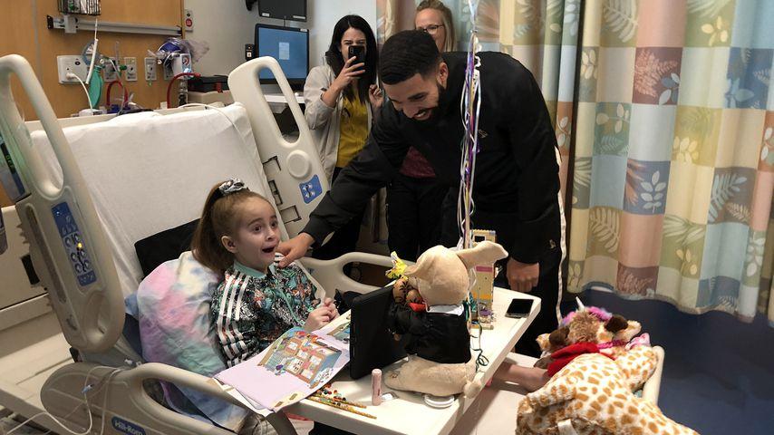 Rapper Drake besucht herzkranken Mini-Fan im Krankenhaus!