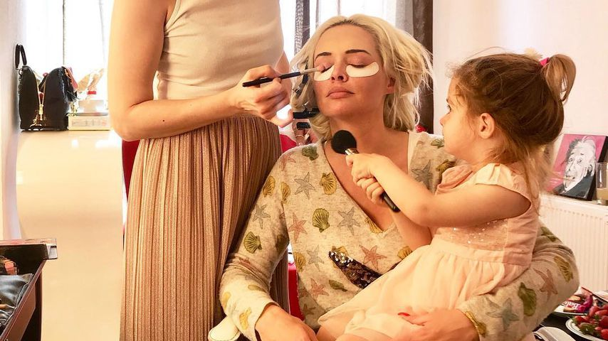 Sophia Cordalis schminkt Mama Daniela Katzenberger