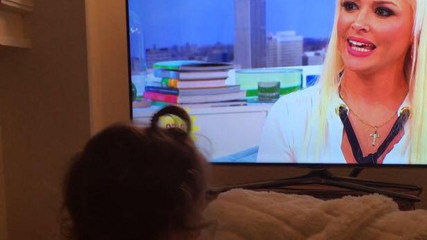 Mama-Weh? Sophia schaut sich Daniela Katzenberger im TV an!