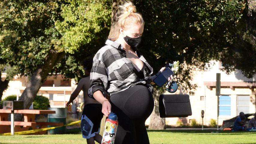 Beim Picknicken: So groß ist Sophie Turners Bauch schon