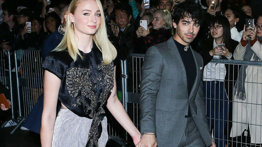 Sophie Turner und Joe Jonas vor der Louis Vuitton Fashion Show