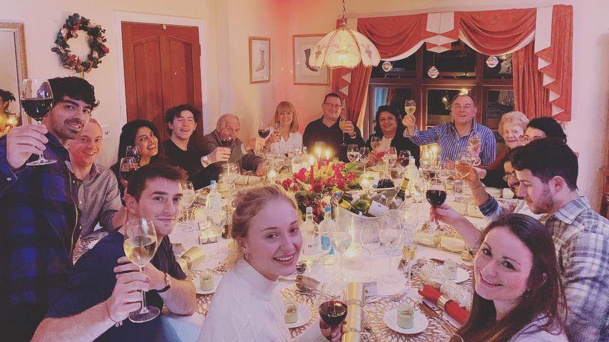 Joe, Nick & Co.: Sophie Turners Familie schmeißt Xmas-Party