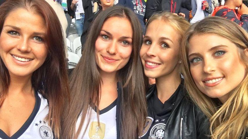 """Die deutschen """"Spielerfrauen"""" beim EM-Spiel Deutschland-Slowakei"""