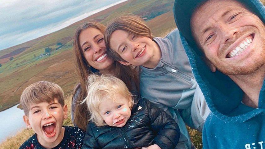 Stacey Solomon mit ihren drei Kindern und ihrem Partner Joe