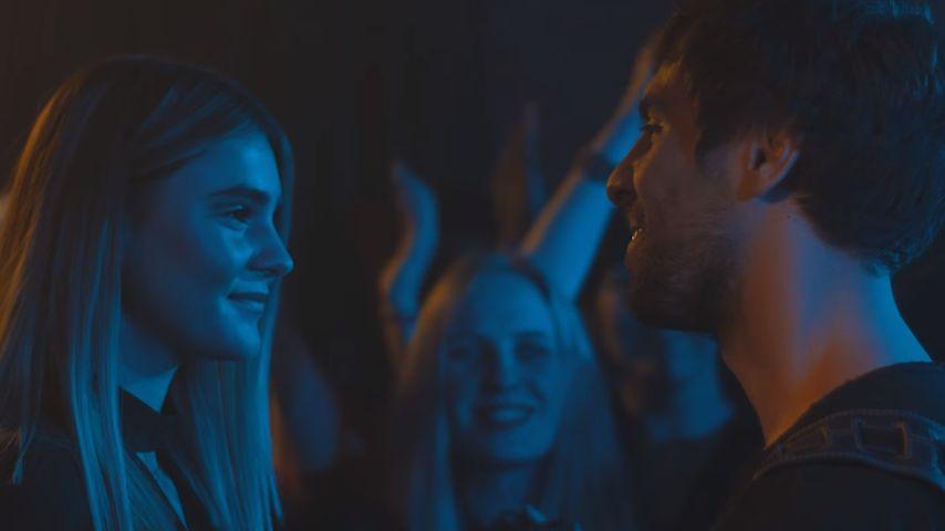 Clip-Premiere: GNTM-Stefanie verdreht Max Giesinger den Kopf