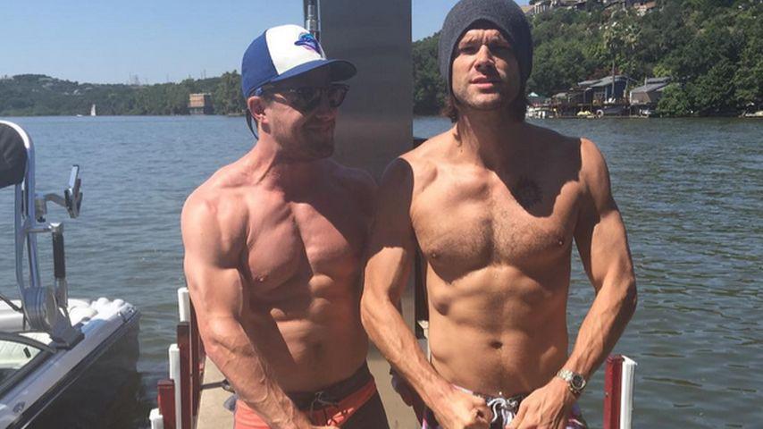 Serien-Boys: Stephen Amell & Jared Padalecki zeigen Muckies