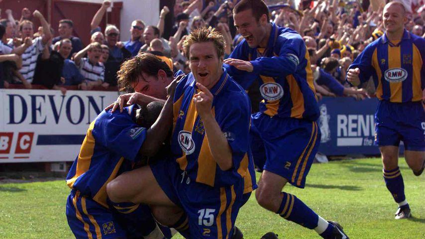 Steve Jagielka bei einem Fußballspiel in Exeter im Mai 2000