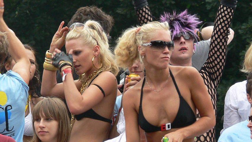 deutsche weiber nackt an der loveparade in berlin
