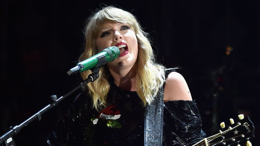 Taylor Swift während der Jingle Ball Show 2017
