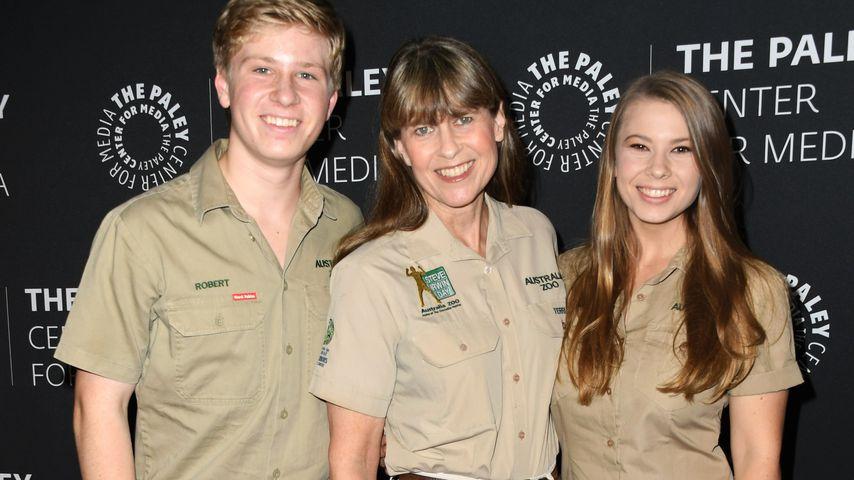 Terri Irwin mit ihren Kindern Robert und Bindi