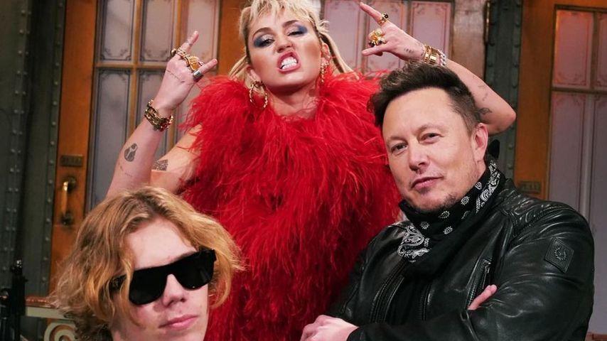 The Kid Laroi, Miley Cyrus und Elon Musk posieren