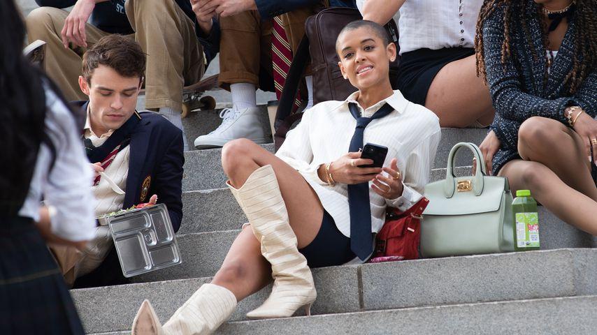 "Thomas Doherty und Jordan Alexander bei den Dreharbeiten zum ""Gossip Girl""-Reboot"