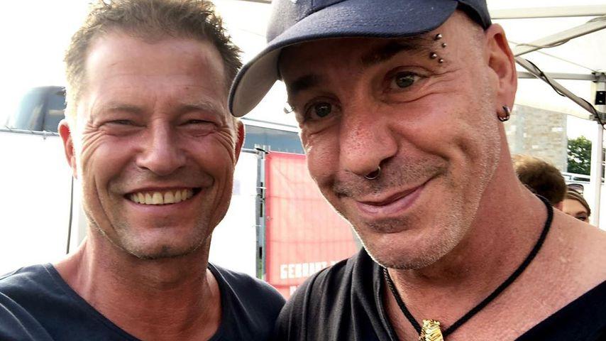 Til Schweiger und Till Lindemann beim Rammstein-Konzert in Berlin