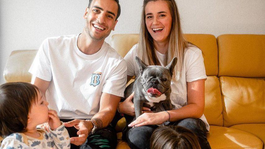 Timur Ülker, Caroline Steinhof, ihre Kinder und der Hund Avani