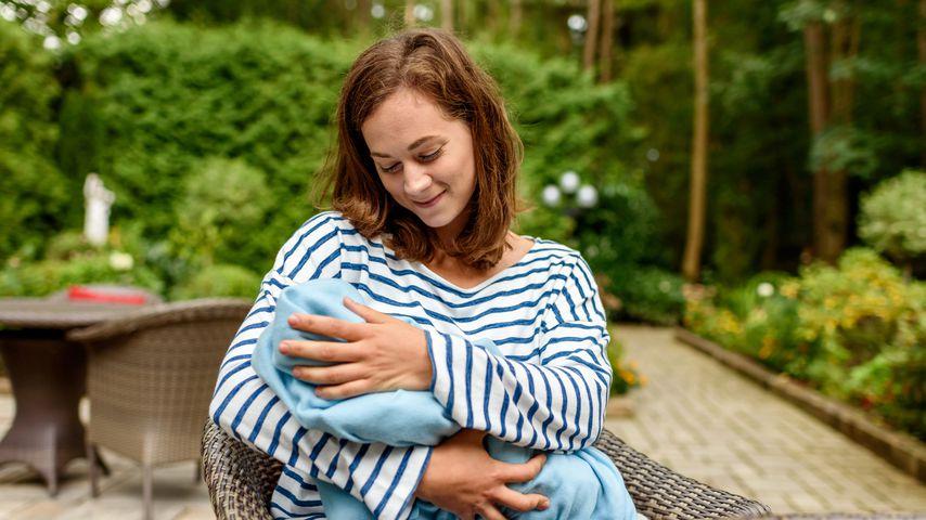 """Tina Kessler (Christin Balogh) mit Baby Tom bei """"Sturm der Liebe"""""""