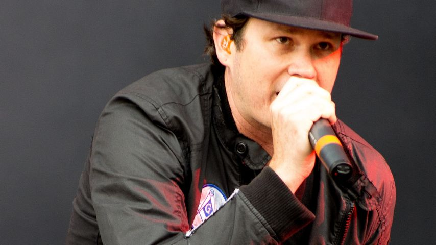 Tom DeLonge bei einem Konzert mit seiner Band Angels and Airwaves