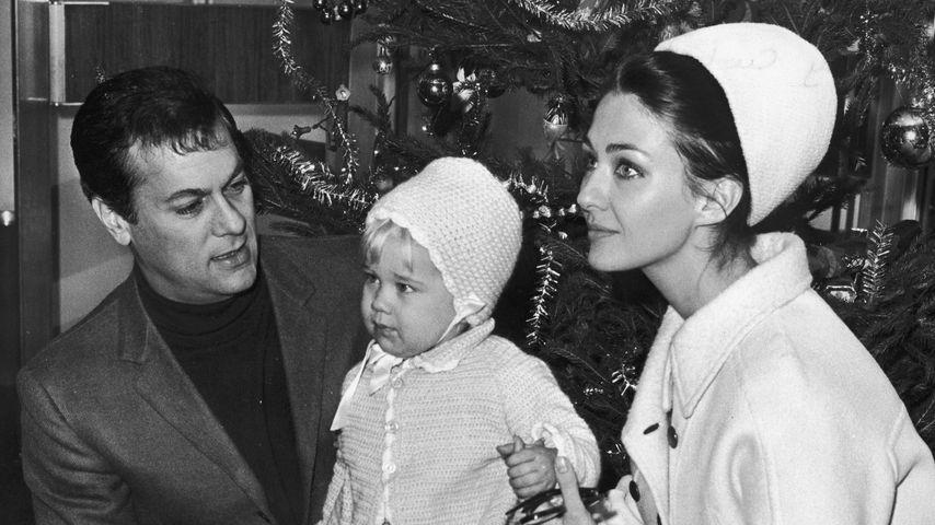 Tony Curtis mit Christine Kaufmann und Alexandra Curtis im Jahr 1965