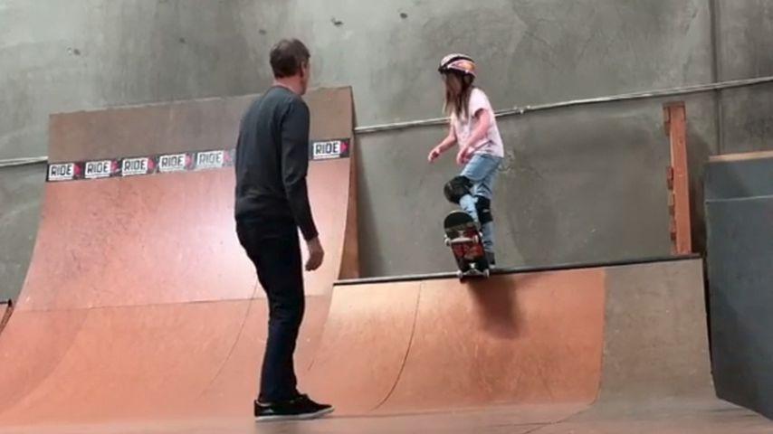 Wie Vater: Tony Hawks Tochter (10) schon kleiner Skate-Profi