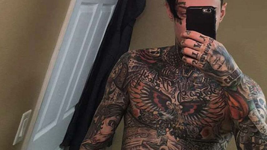 Bunter Vogel: Miley Cyrus' Bruder ist ein Tattoo-Kunstwerk
