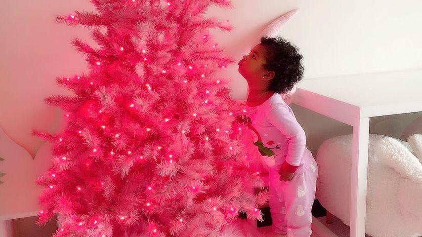 Khloe Kardashians True hat eigenen pinken Weihnachtsbaum!
