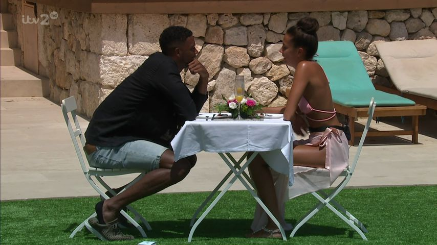 """Theo Campbell und Tyla Carr bei """"Love Island"""" 2017"""