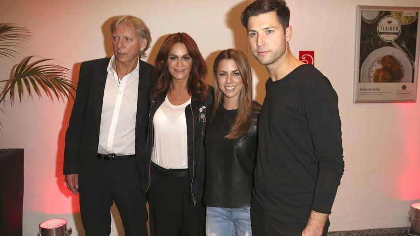 """Ulrich Ferber, Andrea Berg, Vanessa Mai und Andreas Ferber in der TV Show """"Das große Schlagerfest"""""""
