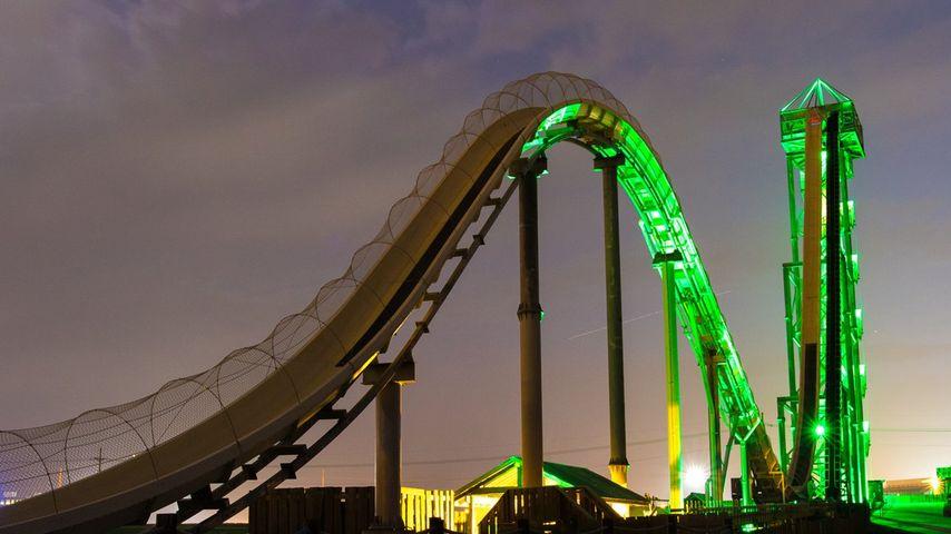 """Verrückt""-Wasserrutsche im ""Schlitterbahn""-Park in Kansas City, USA bei Nacht"