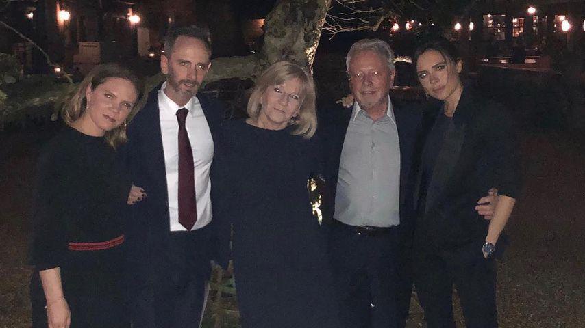 Victoria Beckham (rechts) mit Geschwistern Louise und Christian, Eltern Jacqueline und Anthony Adams