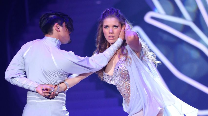 Trotz Rippenbruch: Victoria Swarovski legt sexy Tango hin