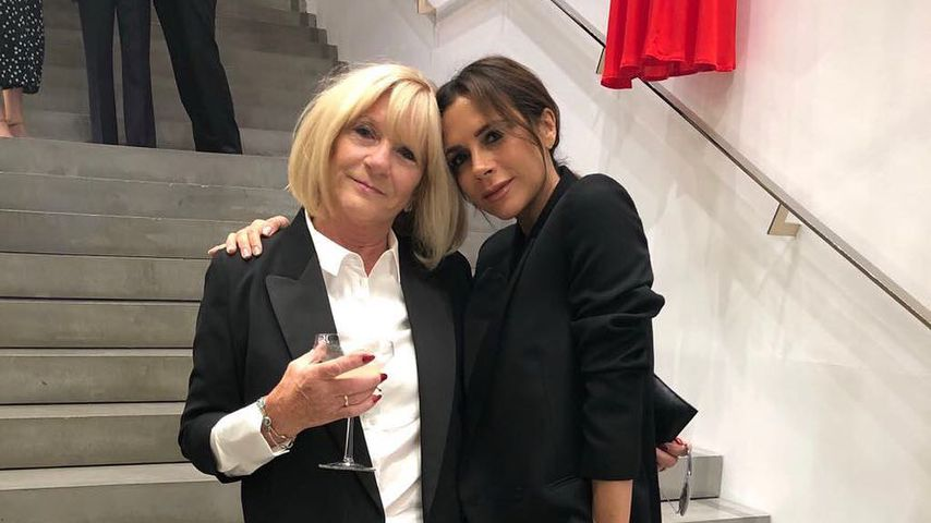 Im Partnerlook: Victoria Beckham und Mama Jackie Adams