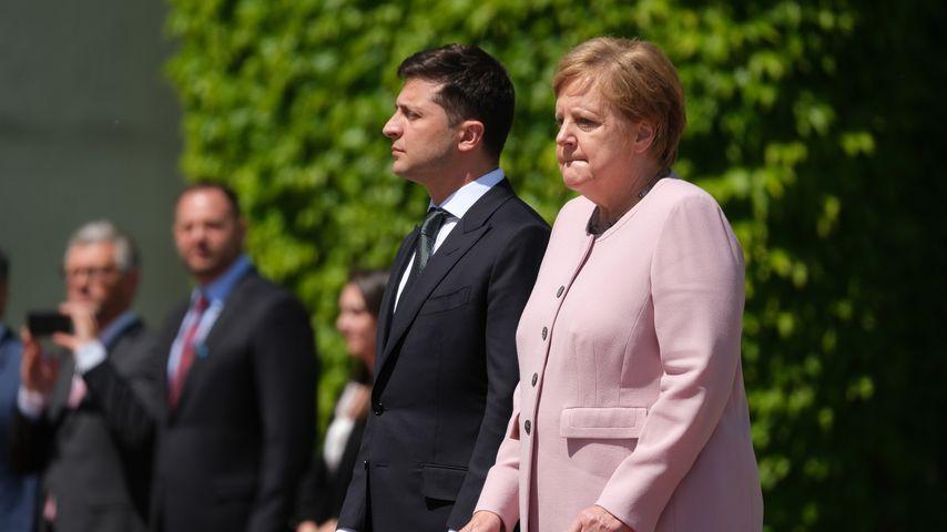Starke Zitteranfälle: Was war nur mit Angela Merkel los?