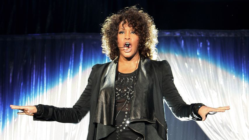 Whitney Houston bei einem Konzert im Mediolanum Forum