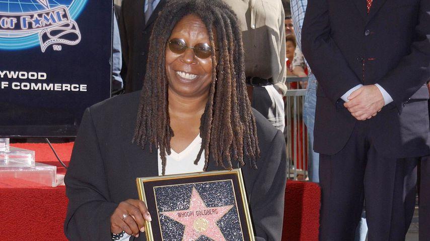 Whoopi Goldberg beim Erhalt ihres Sternes auf dem Hollywood Walk of Fame im November 2003