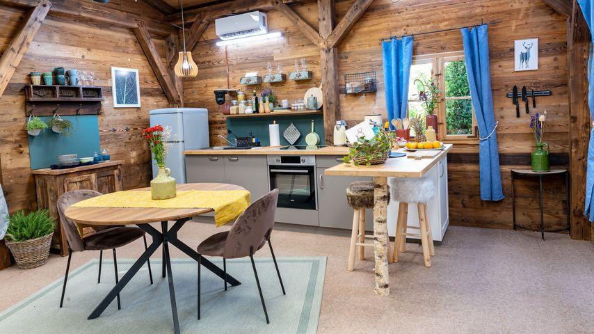 """Wohn- und Küchenbereich einer Hütte bei """"Let's Love"""""""