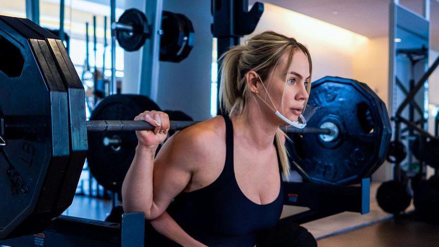 Im achten Monat schwanger! Sport-Influencerin stemmt 142 kg