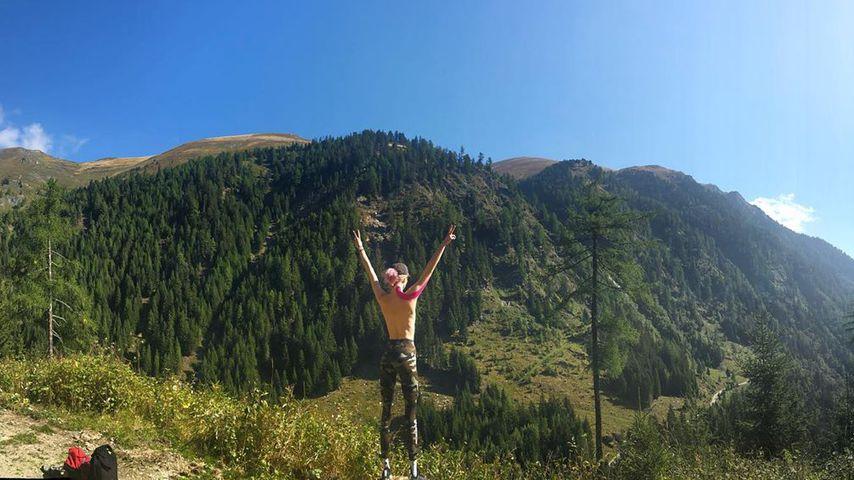 """""""Befreit die Brüste"""": GNTM-Zoe beim barbusigen Sonnengruß"""