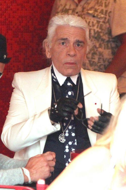 Krass! So sieht Karl Lagerfeld ohne Brille aus | Promiflash.de