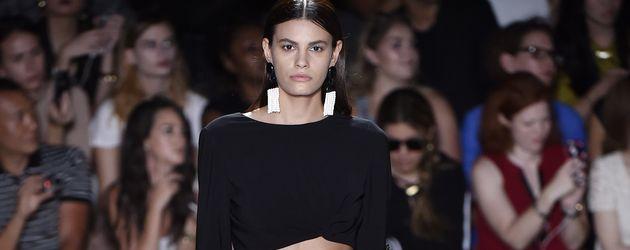 Alisar Ailabouni auf der New York Fashion Week