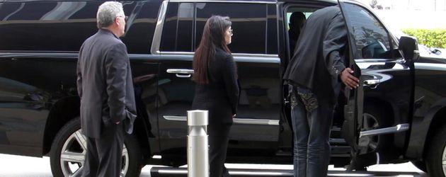 Amber Heards Limousine in Los Angeles am Tag ihres Verhörs durch Johnny Depps Anwälte