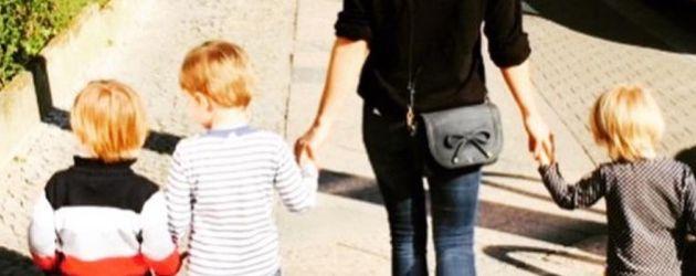 Angelina Posth mit den drei Kindern