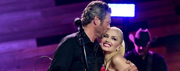 Blake Shelton und Gwen Stefani bei einem Konzert in Burbank