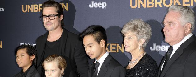 Brad Pitt mit seinen Kindern Shiloh, Pax Thien und Maddox